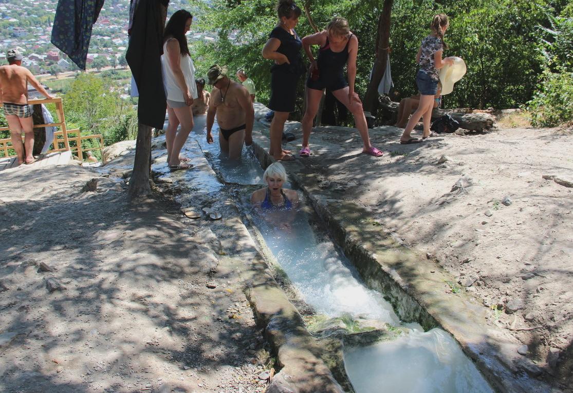Термальные источники Пятигорска,народные ванны
